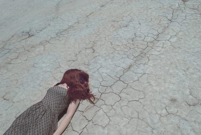 Sognare di cadere nel vuoto: significato simbologia e numeri connessi