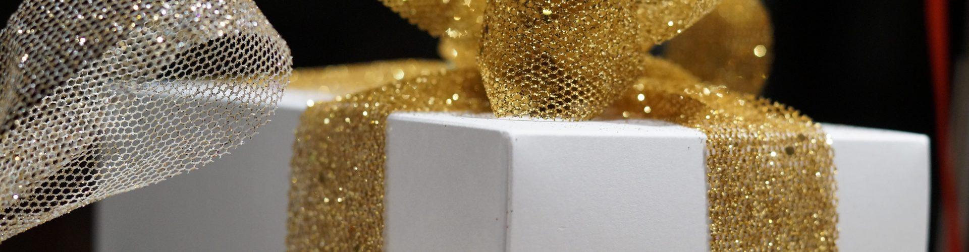 San Valentino idea regalo per lei: Moschino, Tiffany accessori e gioielli