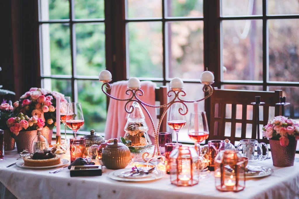 Come ricevere in casa con tavolo e tovaglie habillé: Natale