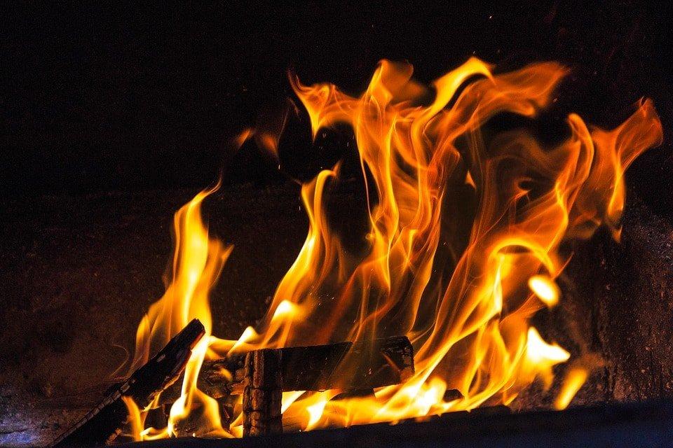 Sognare un incendio: significato, simboli e numeri da giocare