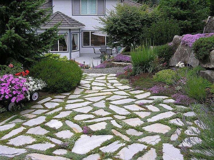 Giardini viali e vialetti 8 tipologie di materiali per - Camminamento pietra giardino ...