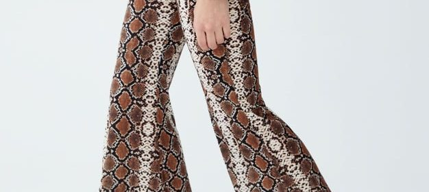 Pantaloni a zampa di elefante: come indossarli?
