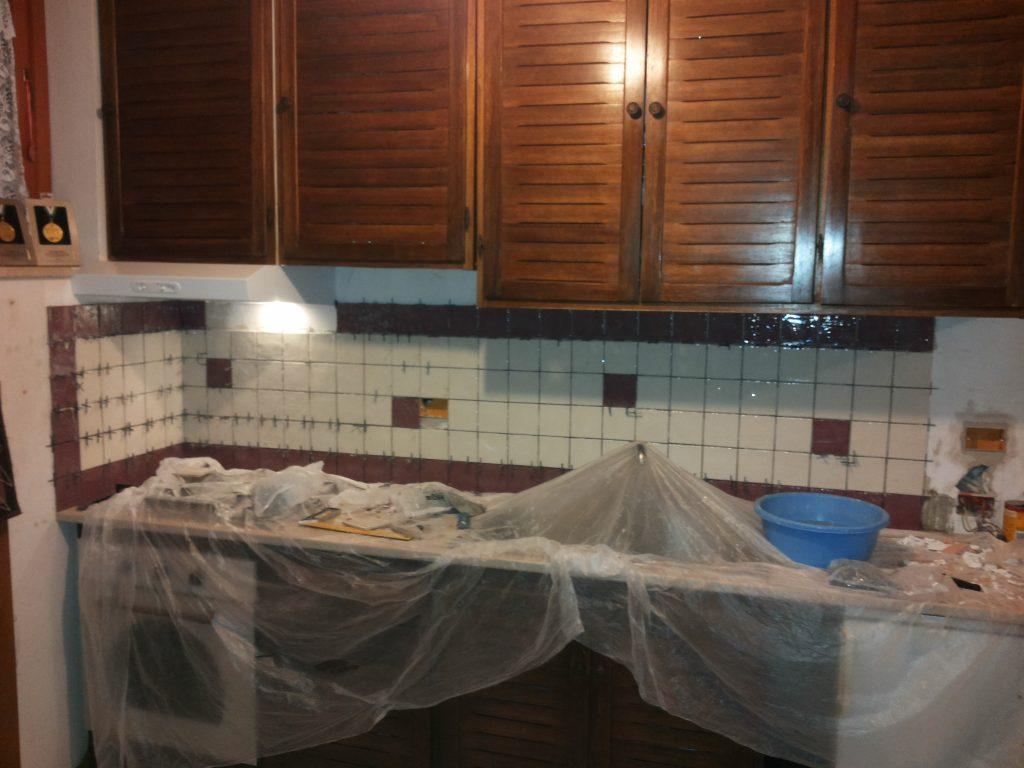 Come mettere le piastrelle in cucina i tozzetti 10 10 fai - Piastrelle cucina 10x10 ...
