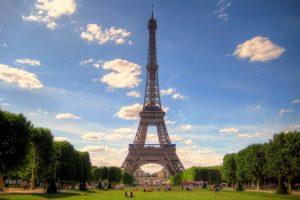 Torre-Eiffel-a-Parigi-638x425