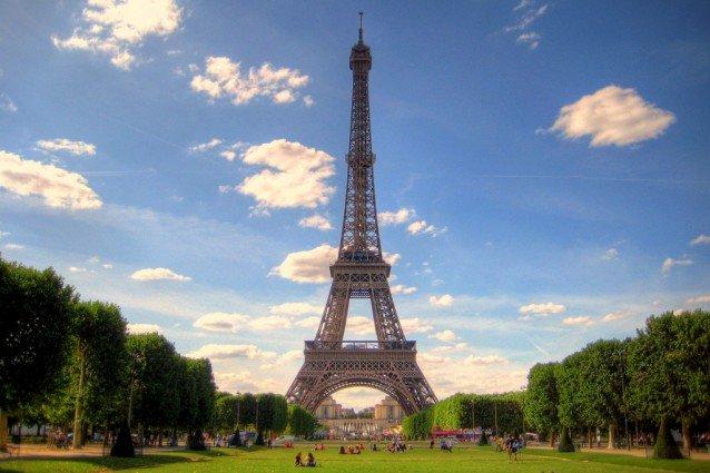 Valentino riapre la storica boutique di Parigi
