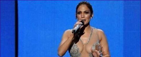 #Moda #star e flop Jennifer Lopez e gli Ameican M. Award