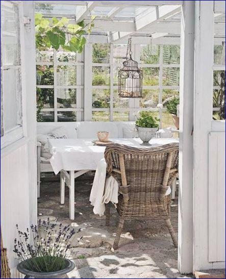Idee in vetrina shabby chic per arredare una veranda o un for Idee giardino shabby