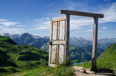 Sognare una porta: significato simboli e numeri da giocare