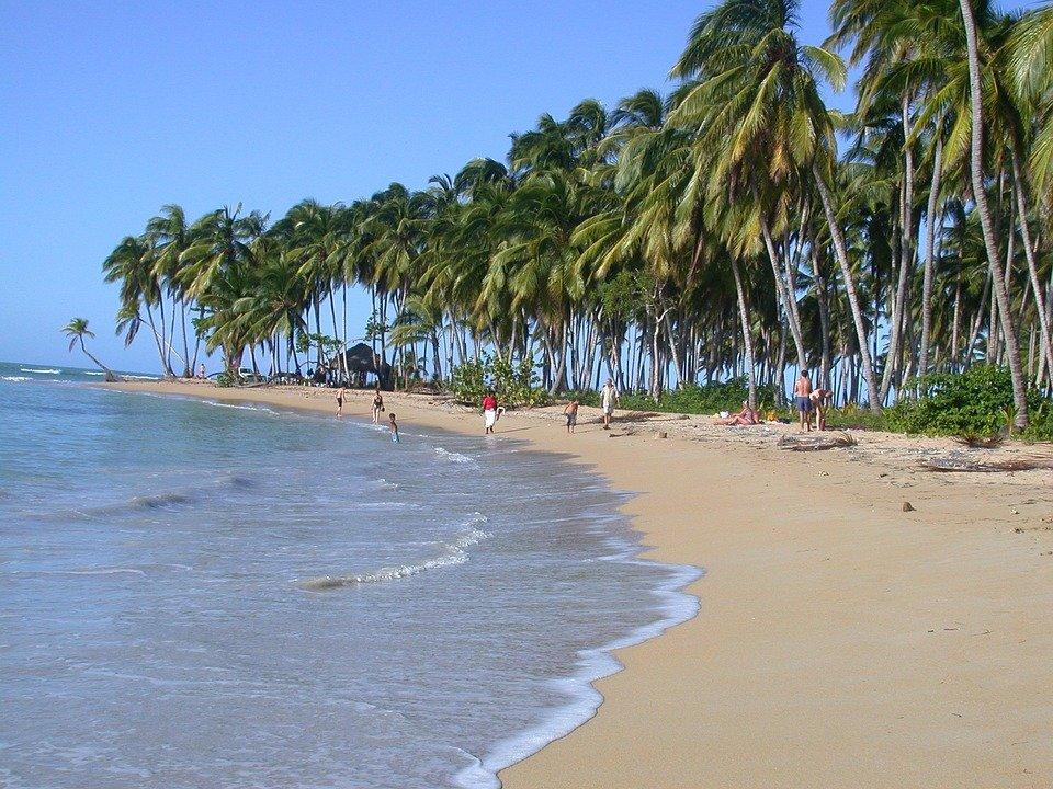 Vacanze al mare economiche: tutte le mete e i costi per dormire e mangiare
