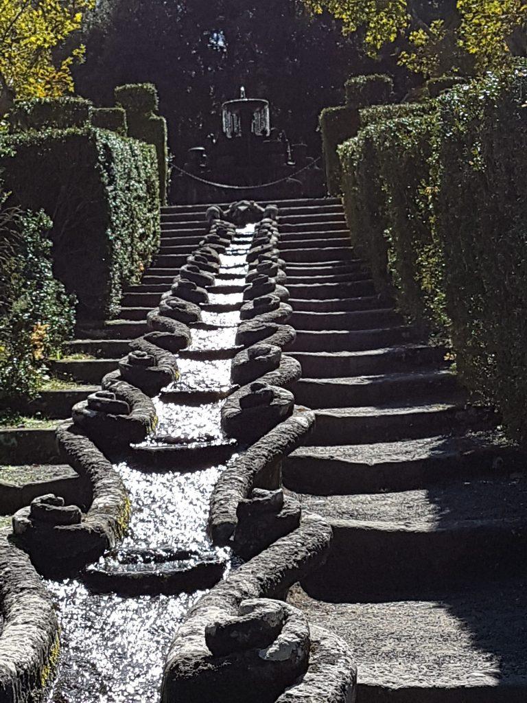Fontana a cascata lunghissima