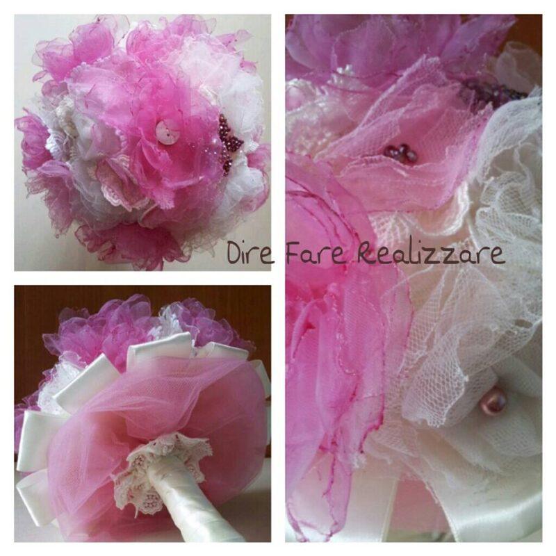 Realizzazione di un bouquet da sposa in tessuto con peonie rosa e bianche