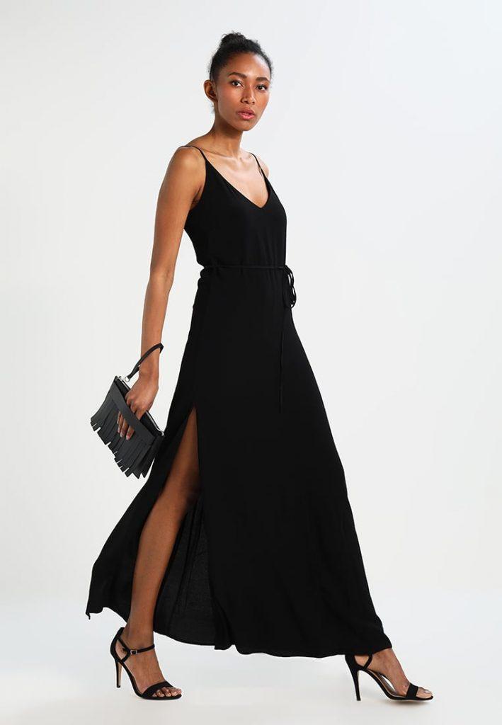 f4b4fbc7b930 Outfit di Capodanno 3 proposte trendy per una serata speciale  abito nero  lungo