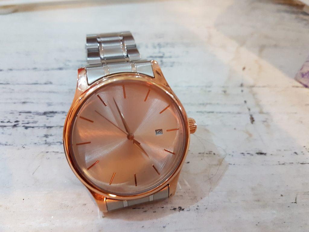 Orologio personalizzato con sfondo foto, dedica, nome e cinturino a scelta
