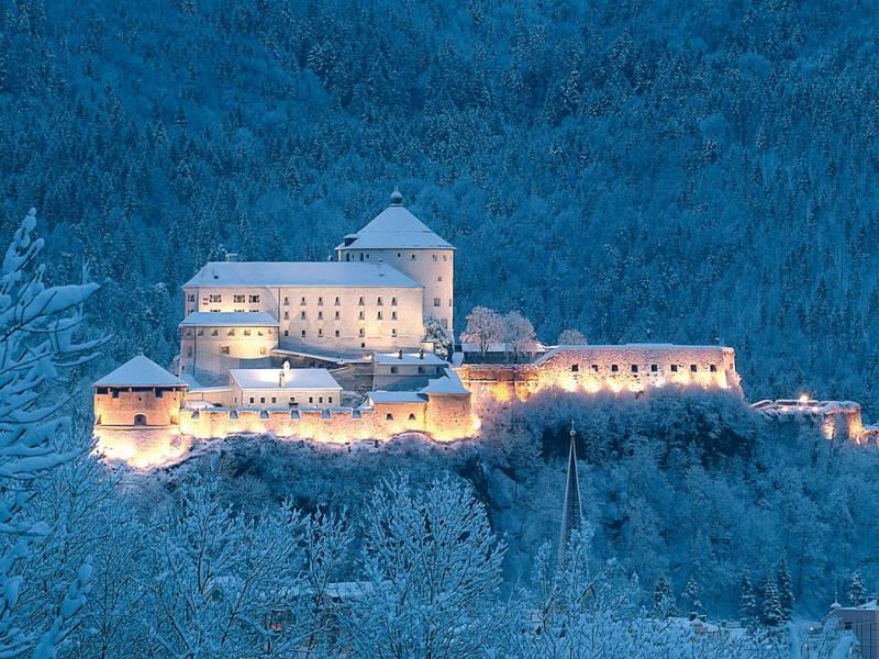 Austria a Natale il mercatino fortezza di Kufstein