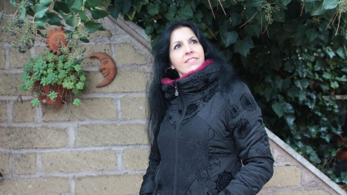 Capotto Desigual e outfit total black