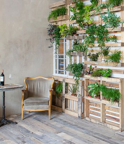 Giardini verticali con il pellet come fare fioriere e for Riciclo bancali legno