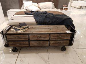 Industrial e decisamente Vintage lo stile di questa camera da letto