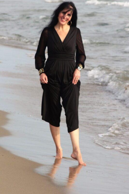 Come indossare capi neri d'estate: jumpsuit