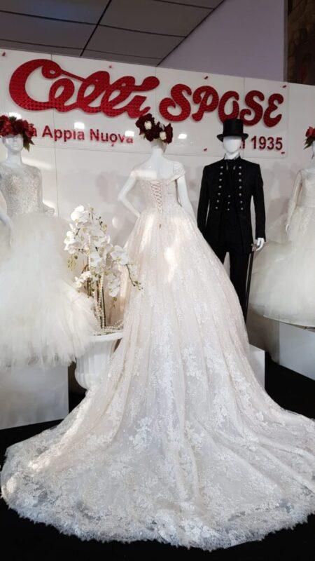 3d3c90667293 ... vengono reinventati a regola d arte con classe e maestria da Davino  Spose e Celli Spose. Una vera rivalutazione dell abito di nozze per lo sposo .
