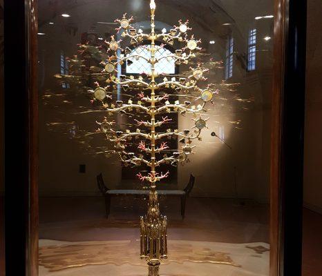 Cos'è un reliquiario le origini, tradizioni ed uso: l'albero d'oro Lucignano