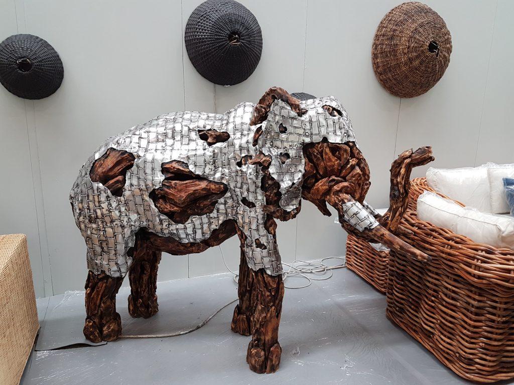 Malomo sculture in legno gigantesche