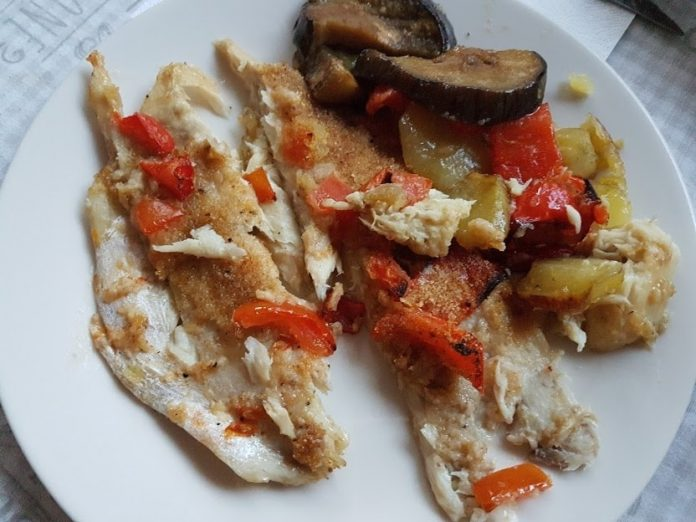 Persico con patate e verdure al forno