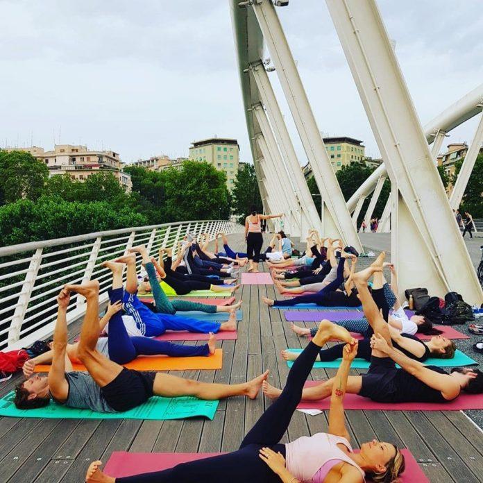 Ponte della musica lezione di yoga