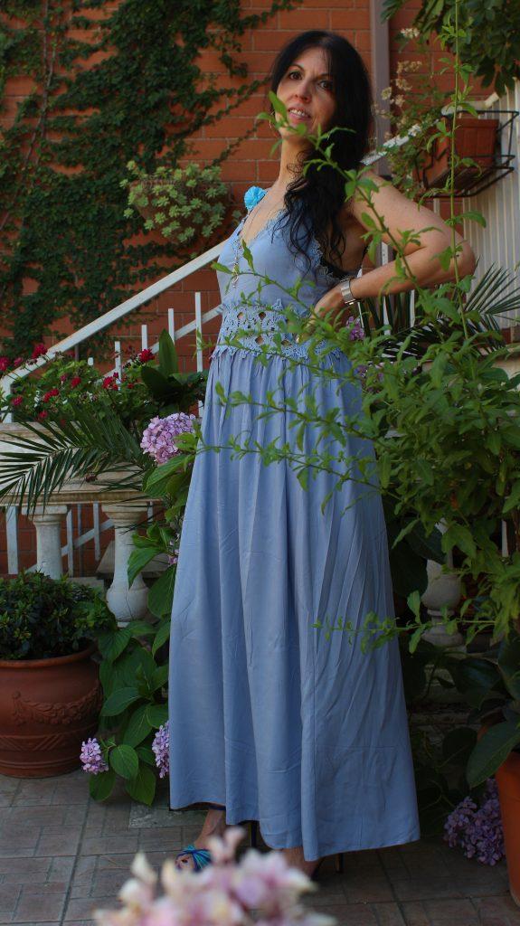 Stili d'abbigliamento Boho chic: abito Bohémien estivo e azzurro