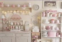 Arredare bianco e rosa in una cucina Shabby