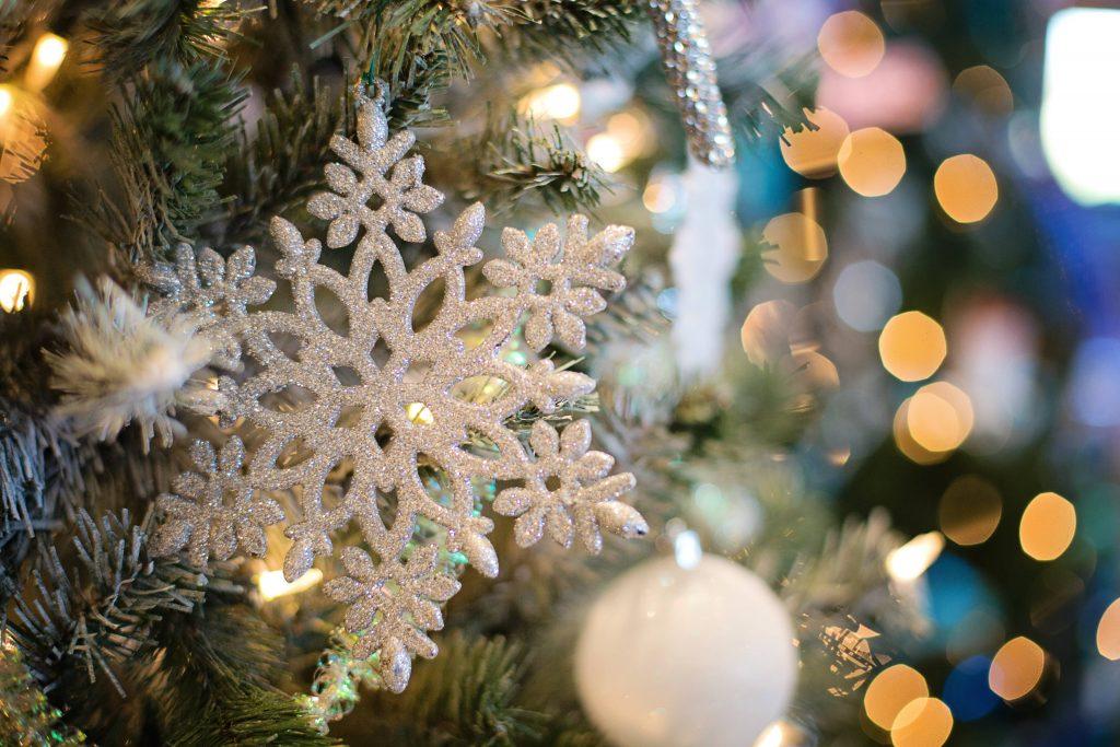 Alberi di Natale effetto neve: come fare