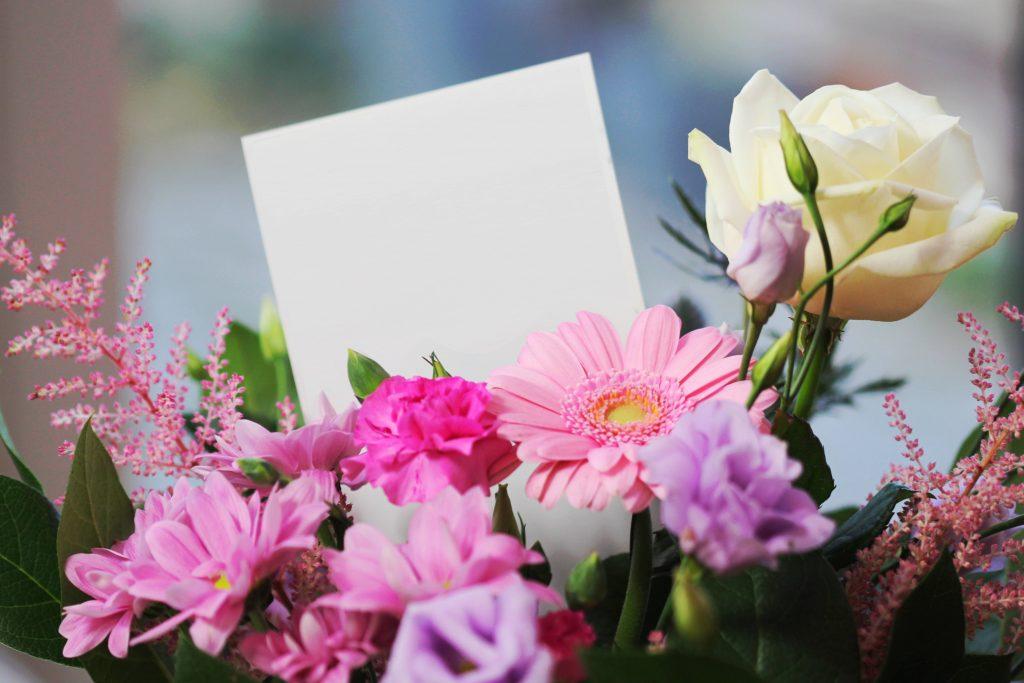 Regalare fiori: come scegliere i fiori significato e colore