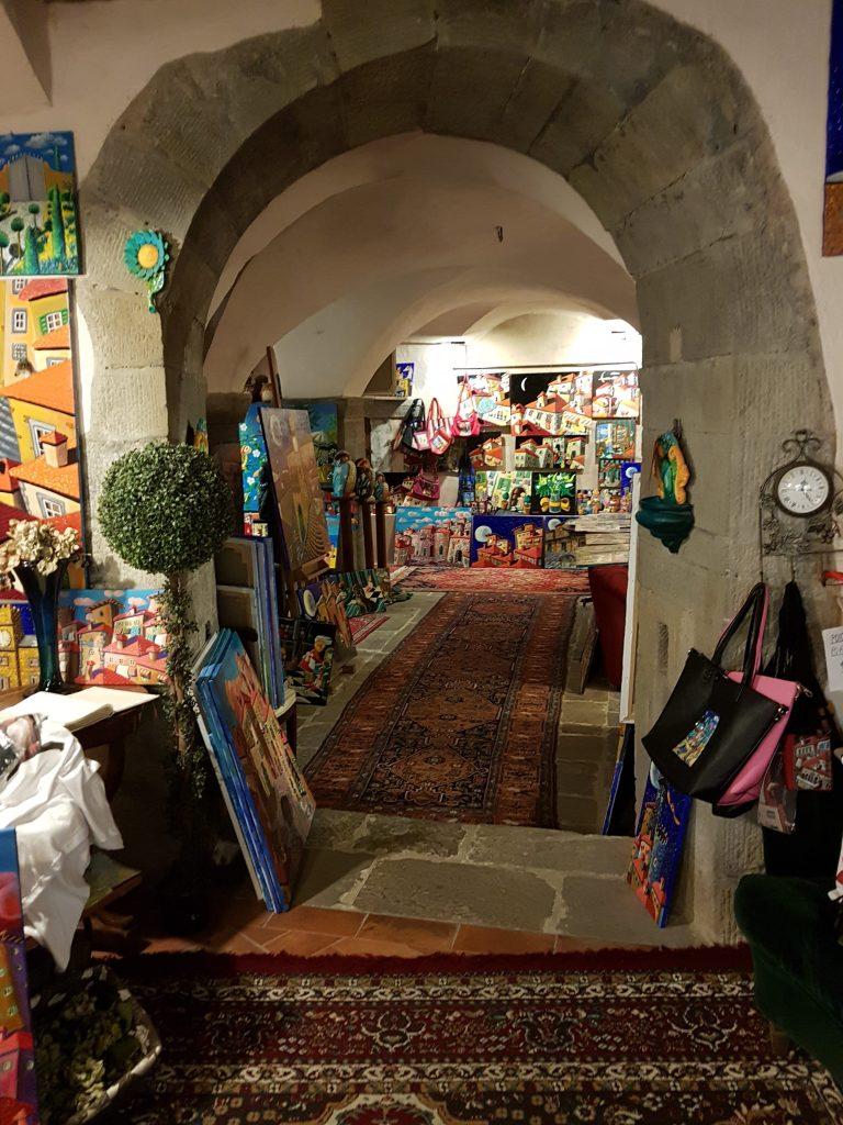 Daniela Piegai e la Galleria d'Arte eclettica e storica di Cortona