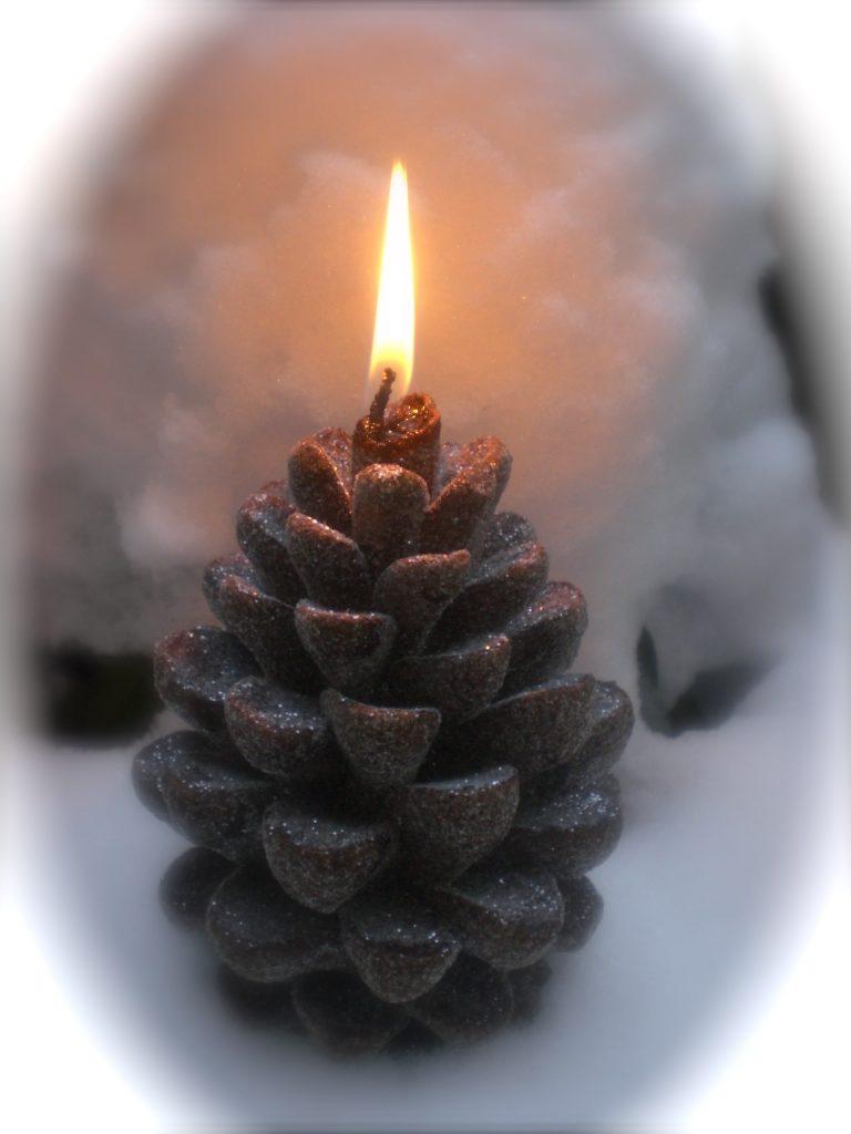 Porta candela con pigna