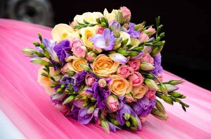 Regalare fiori ad una ragazza