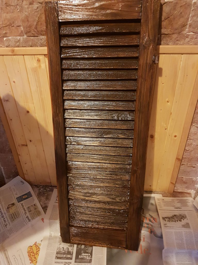Come ristrutturare e verniciare persiane e finestre in legno