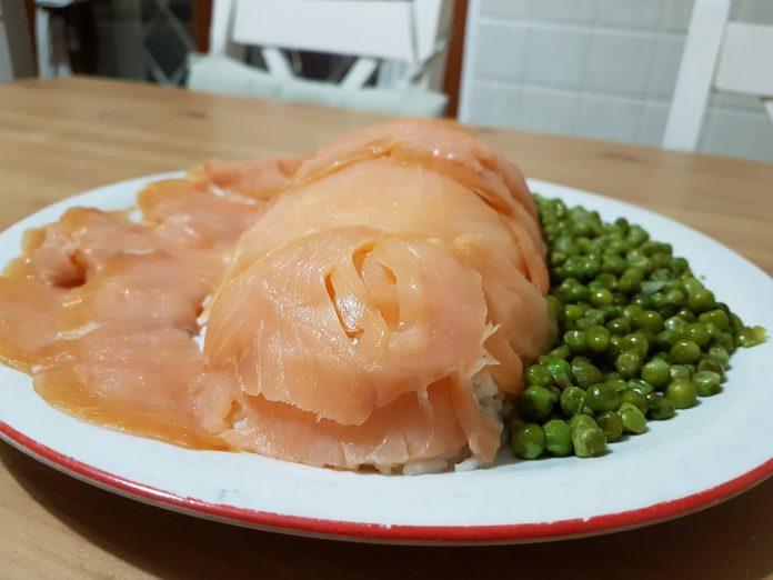 Polpettone di riso e salmone ricetta alternativa al sushi