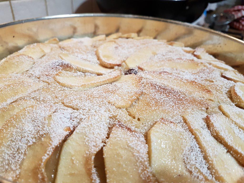Torta di mele soffice con lievito madre