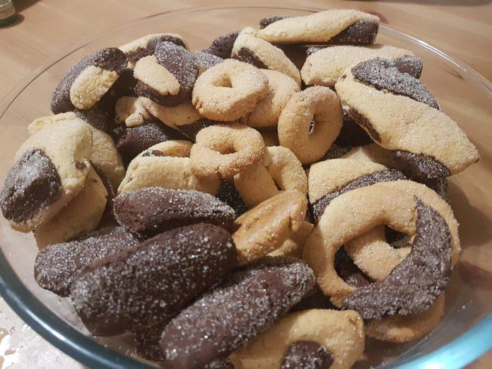 Biscotti casarecci misti: cioccolato e bianchi senza latte