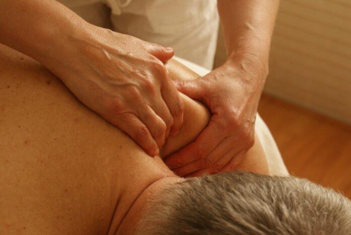 Cos'è l'osteopatica, cosa cura l'osteopata e differenza con fisioterapista