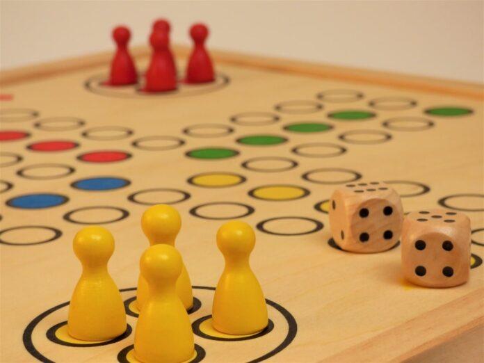 Giochi da fare a Natale, 21 idee per adulti e per bambini