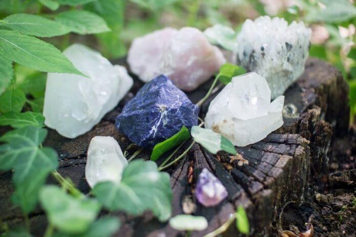 Come utilizzare i cristalli in base al tipo e alla forma