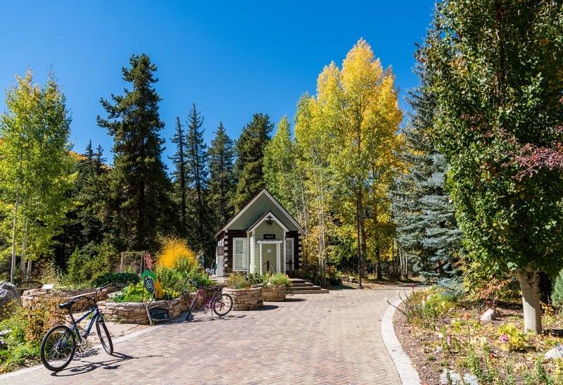 Viali, viottoli, stradine e sentieri in giardino
