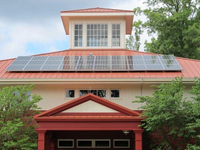 Pannello solare termico e fotovoltaico: ecco le differenze