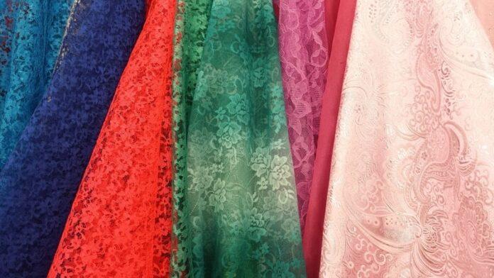 Tipi di tessuti per abiti ed accessori guida completa
